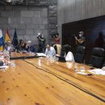 El Gobierno de Canarias aprueba el uso de la mascarilla obligatoria en los espacios cerrados aunque se mantenga los 1,5 metros